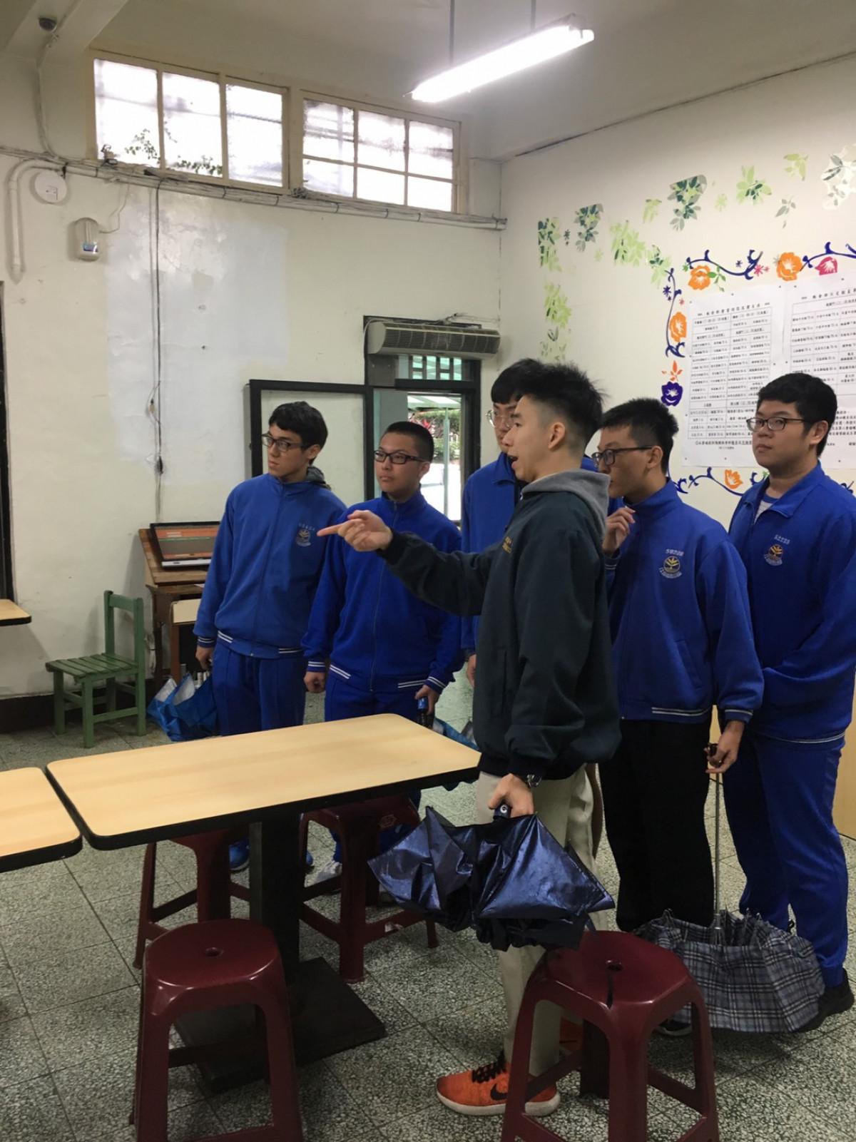 使節團學生校園導覽2