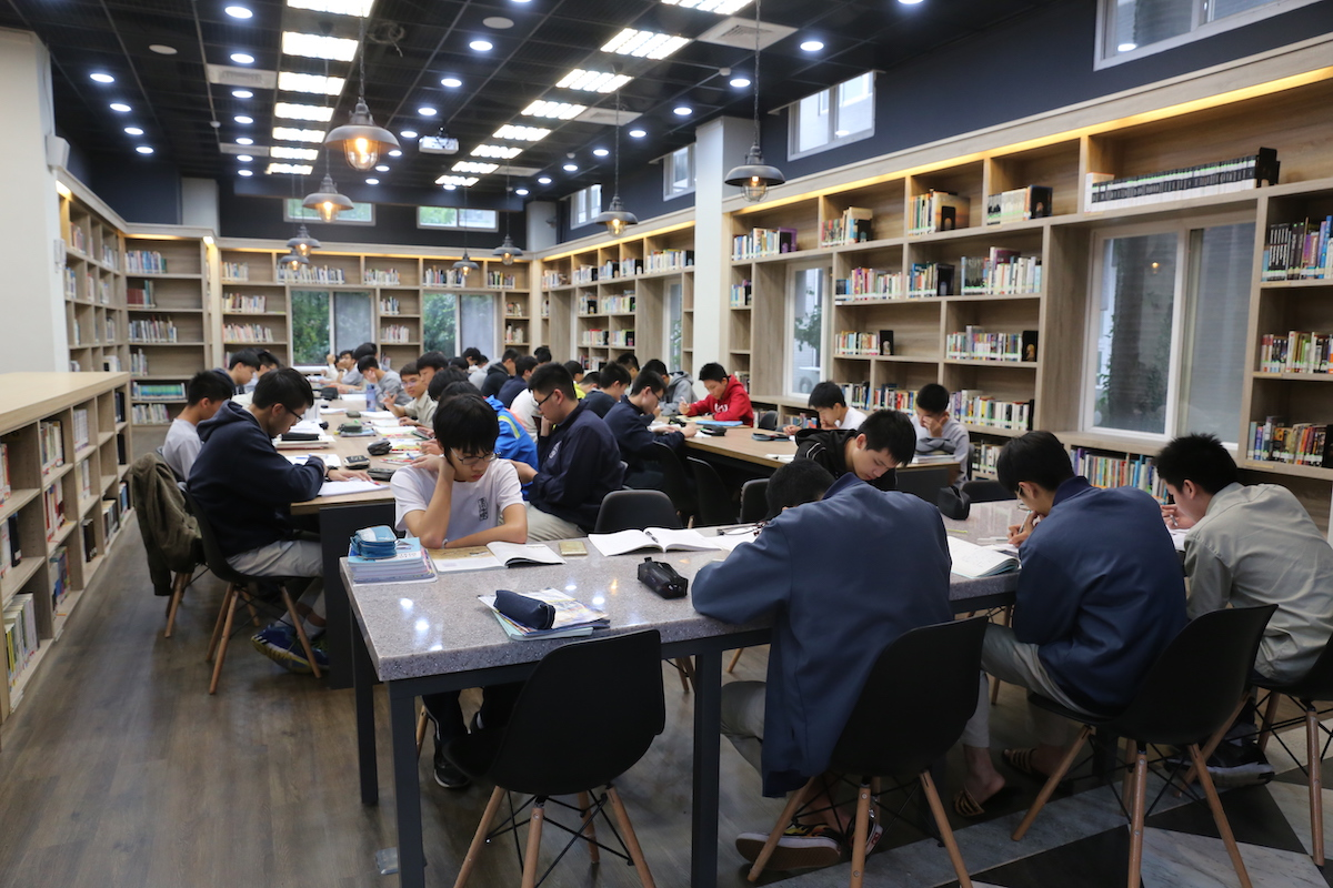 校慶暖身週 week before the anniversary day in library: readers, meet the test, 1f
